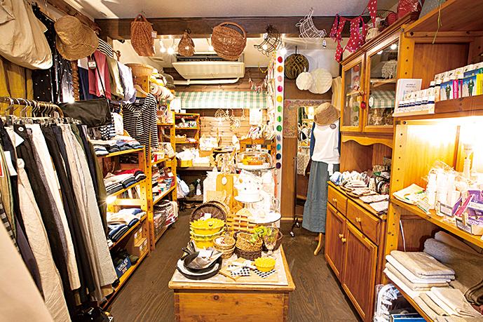 日用品から雑貨、アクセサリー、衣類(レディース)と幅広い品揃え。
