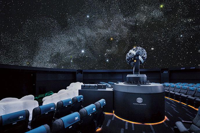 奥行きのある星空を映し出す、「Infinium Σ(インフィニウム シグマ)」という投映機を使用。