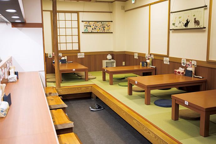 モダンな琉球畳を敷いた座敷席が中心で、ママ会などでも気軽に使える。