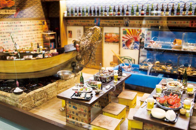 リアルに再現された海鮮居酒屋の店内。