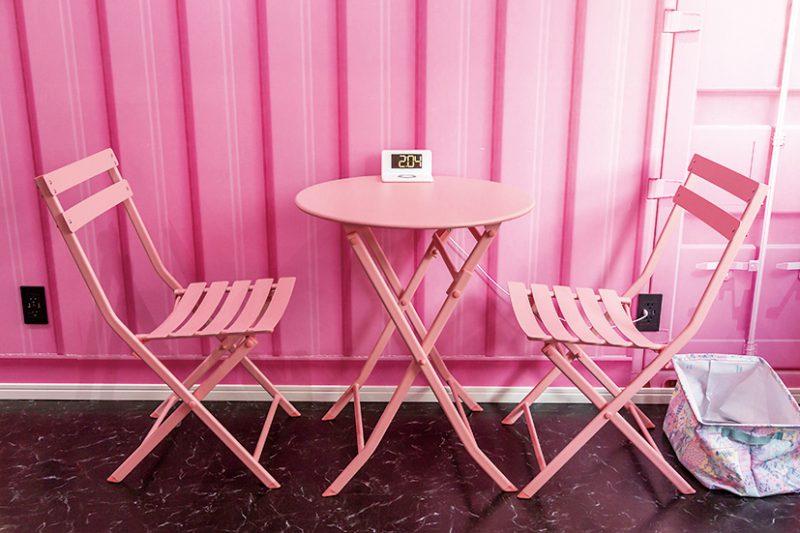 ピンクで統一されたイートインスペースは、インスタ映え抜群!