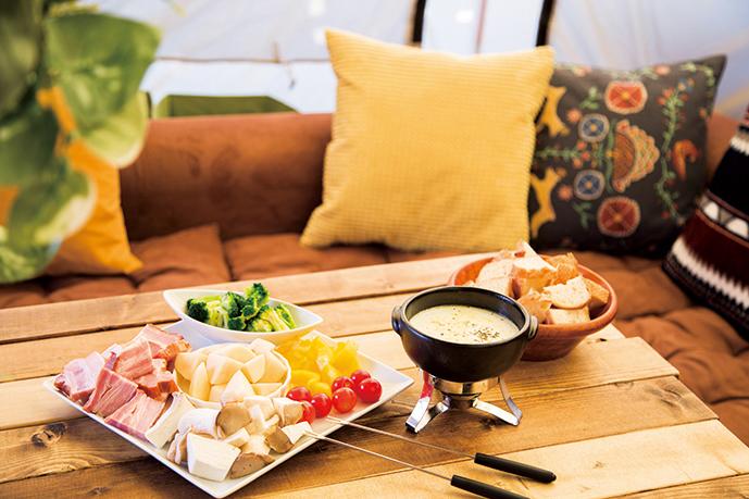 料理はコースのみ。利用は1組24,000円~。チーズフォンデュやBBQなどが楽しめる。