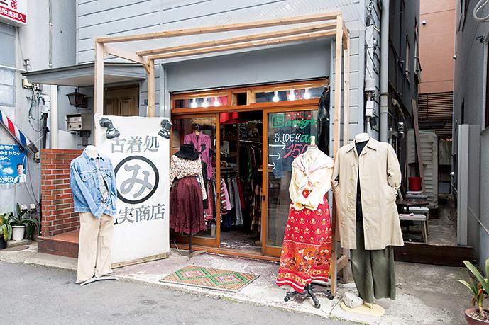 古着好きが興じて店をオープン。早稲田の学生から年配まで幅広い客層から愛されている。